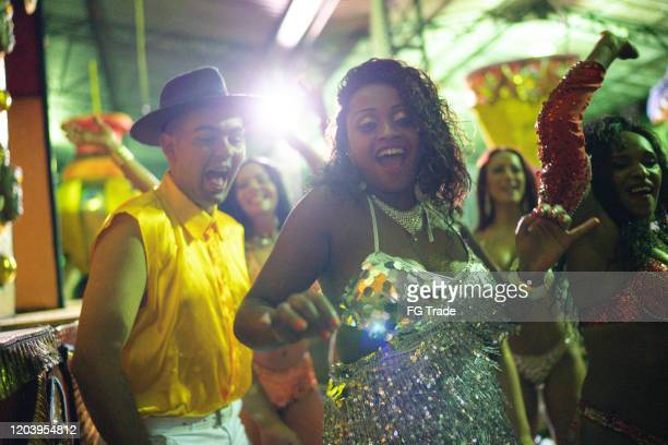 people celebrating and dancing brazilian carnival - mardi gras stock pictures, royalty-free photos & images