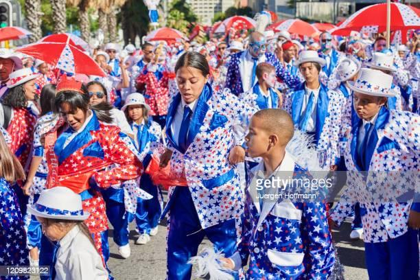 people celebrating at kaapse klopse carnival in cape town - província do cabo ocidental imagens e fotografias de stock