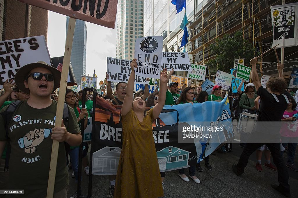 US-ENERGY-FUEL-FOSSIL-PROTEST : News Photo