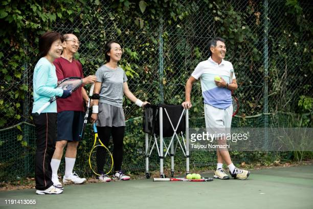 people chatting with friends during a break - スポーツ  ストックフォトと画像