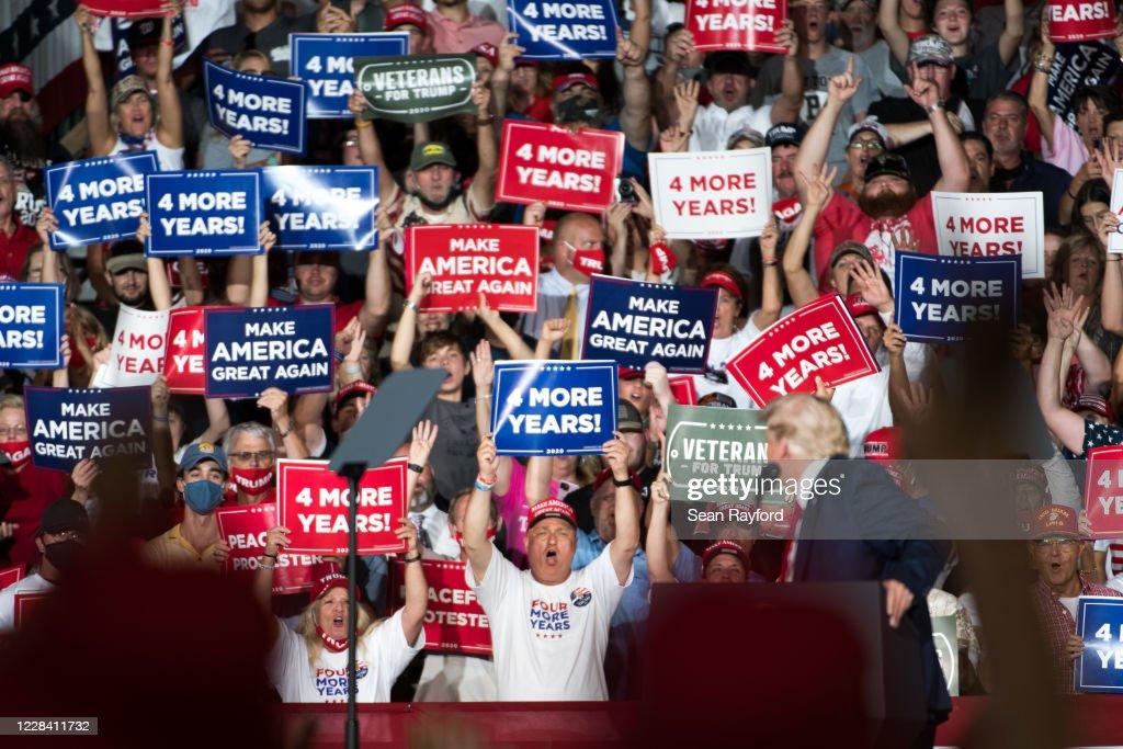 Donald Trump Campaigns In Winston Salem, North Carolina : News Photo