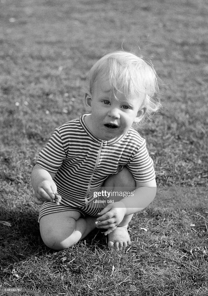 people, children, little girl playing on a meadow, aged 1 to 2 years, Judith - 20.05.1976 : News Photo
