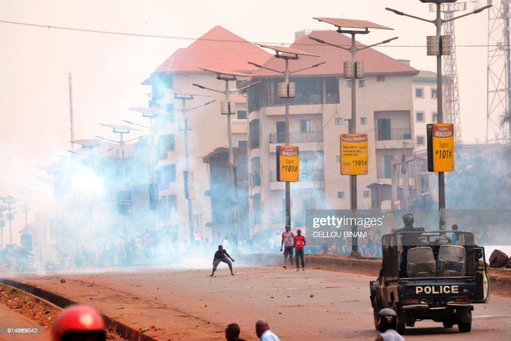 GUINEA-POLITICS-VOTE-PARTIS-DEMO : News Photo