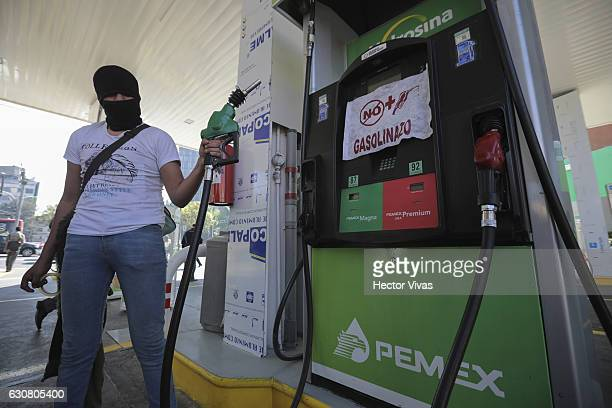 People close gas stations after the increase in prices on gasoline that was announced last December 27th 2016 by the Mexican government on January 2...