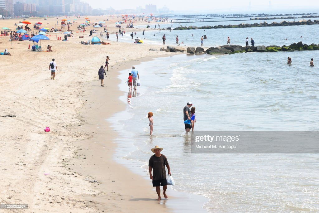 Northeast Suffers Through Dangerous Heat Wave As Many In New York City Area Still Without Power : News Photo