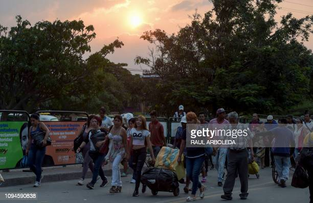 TOPSHOT People cross the Simon Bolivar International Bridge on the border between Tachira in Venezuela and Cucuta in Colombia on February 6 2019
