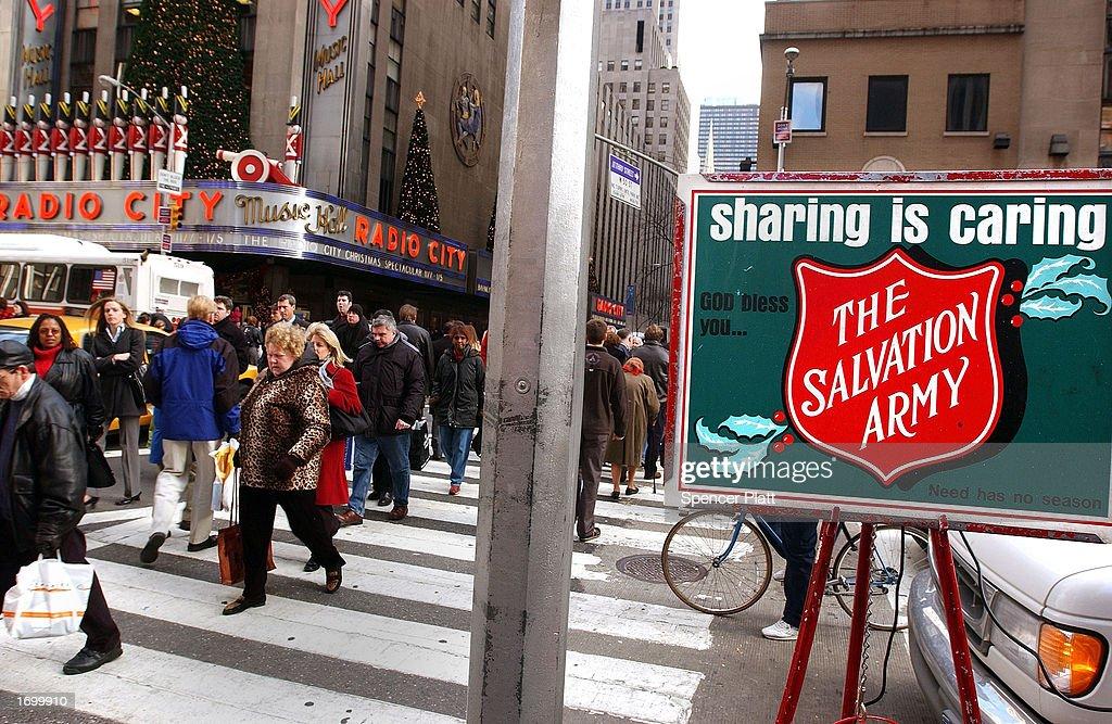 Consumer Spending Rises in November : News Photo