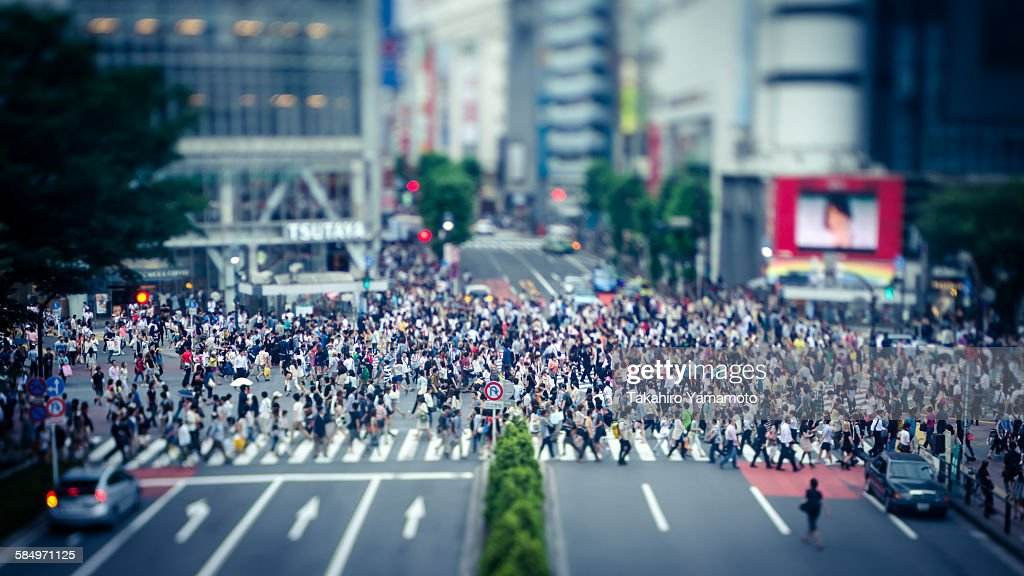 People crossing the Shibuya Intersection : Stock Photo