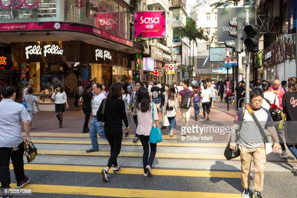 people crossing the street in the very crowded shopping district of causeway bay in hong kong island - 歩行者 ストックフォトと画像