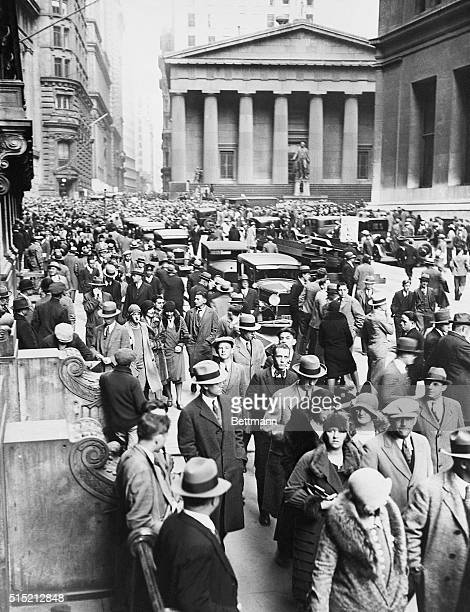 People crowd Wall Street after the Stock Market Crash of 1929 Commissioner Whalen dispatched an extra detail of 400 police officers to guard the area...