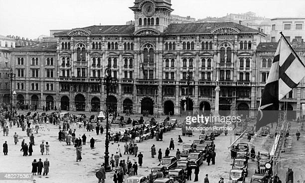 People crowding piazza Unità facing the Town Hall Trieste 1950s