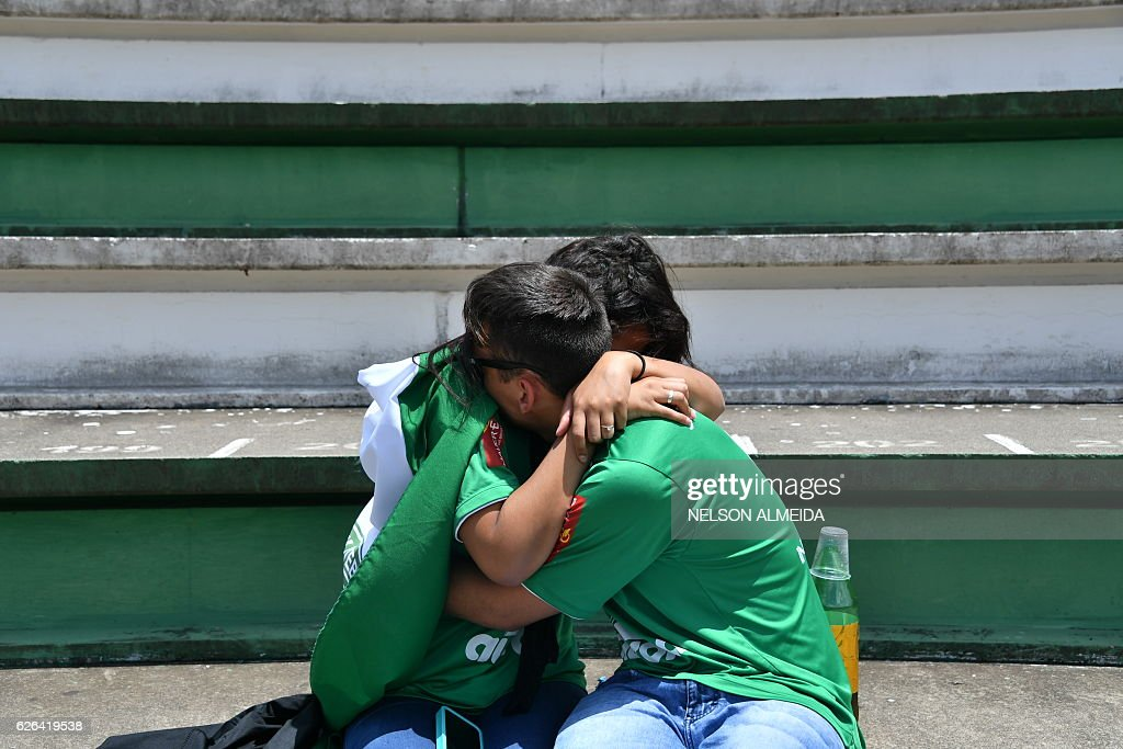 TOPSHOT-FBL-COLOMBIA-BRAZIL-ACCIDENT-PLANE-CHAPECOENSE : News Photo