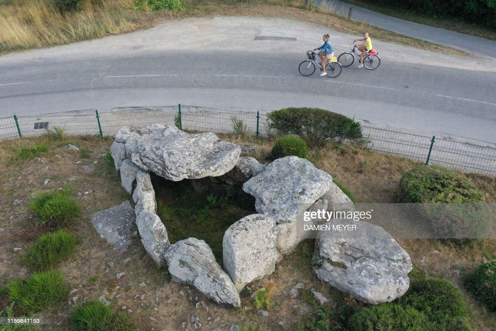 FRANCE-HERITAGE-DOLMEN : News Photo