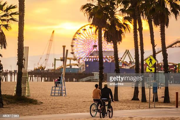 名様までの自転車をサンタモニカビーチの夕暮れ