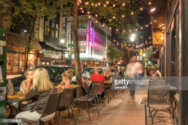 people dine in the walnut street restaurant district in downtown philadelphia usa - philadelphia stock pictures, royalty-free photos & images