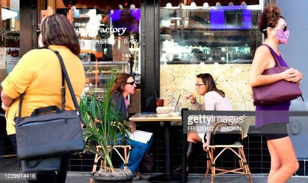 People dine outdoors in Pasadena, California, the only city in Los Angeles County still allowing that service on December 2, 2020 - Another round of...