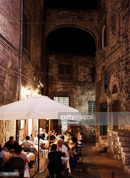 people dining outside restaurants at night - umbria stock pictures, royalty-free photos & images