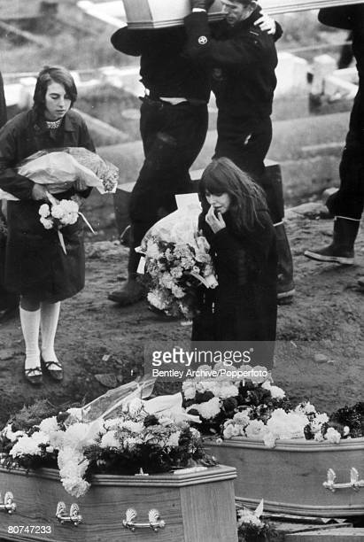 People, Disasters, Industry, , Aberfan, South Wales, pic: 27th October 1966, Sad scenes at the graveside tell the story of children who died when the...
