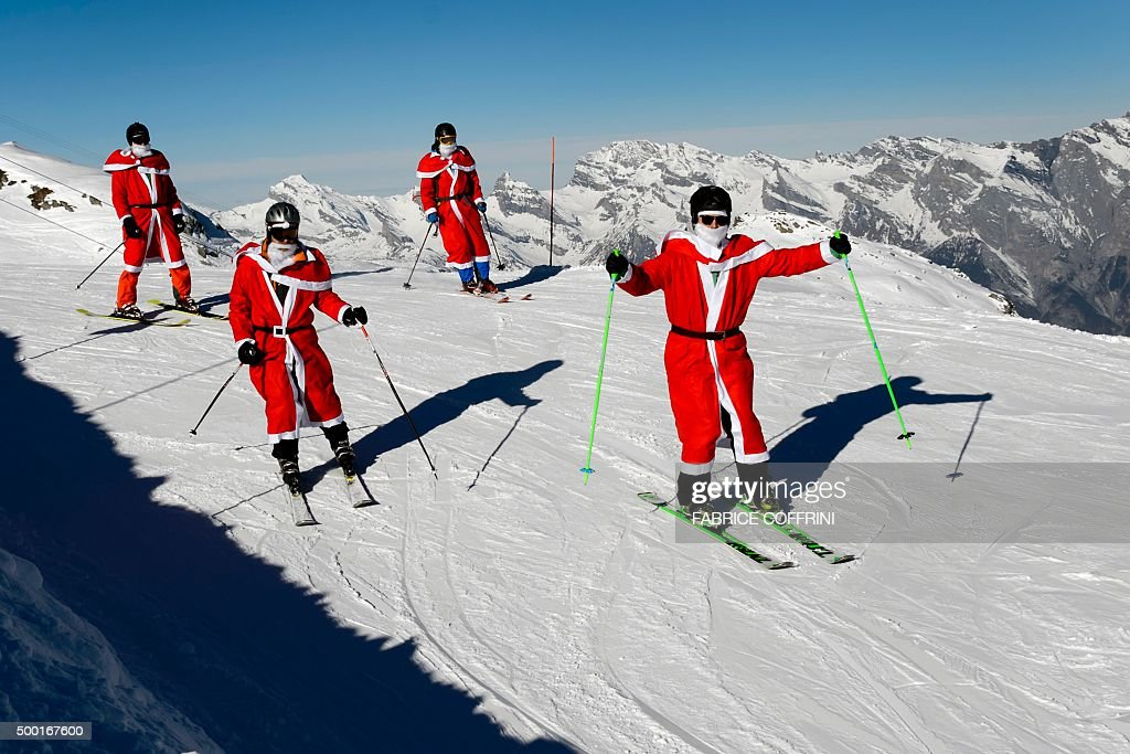 SWITZERLAND-SANTA-OFFBEAT-SKI : News Photo