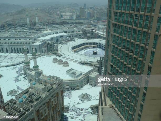 people doing hajj and umra in mecca, saudi arabia - worshipper stock pictures, royalty-free photos & images