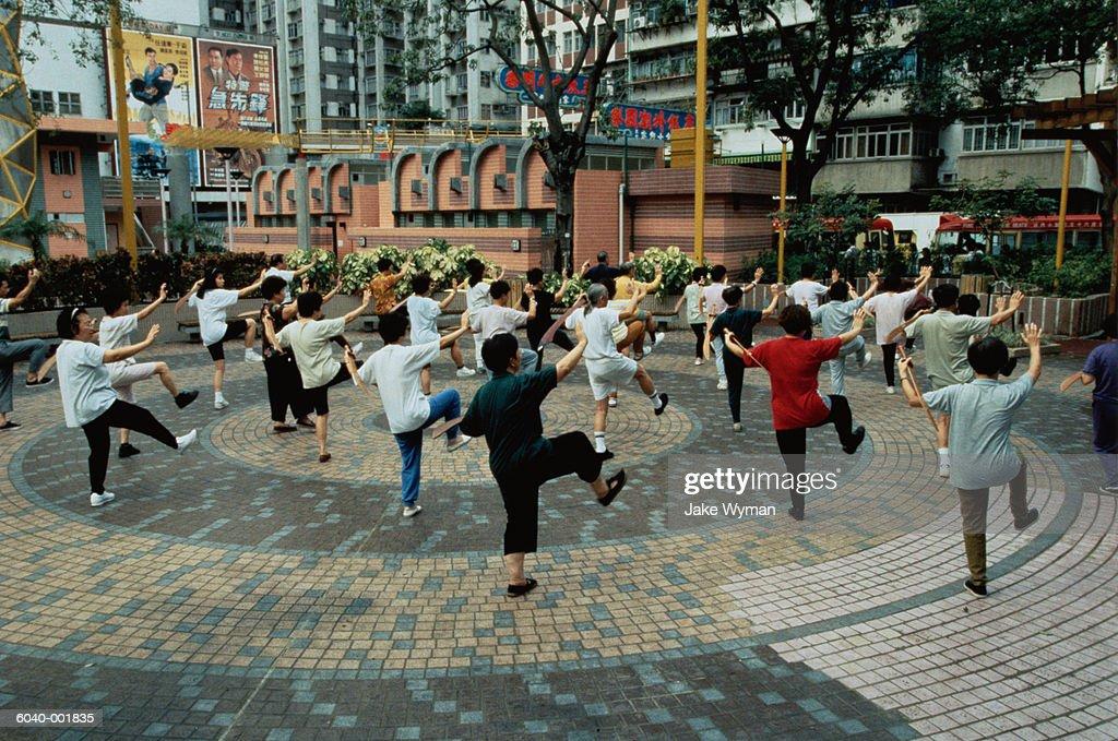 People Doing Tai Chi : Foto de stock