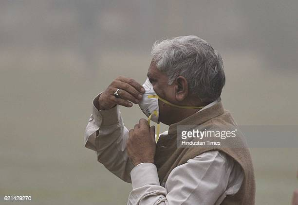 People doing their routine work in the polluted and foggy morning as smog covers the capital's skyline on November 6 2016 in New Delhi India New...