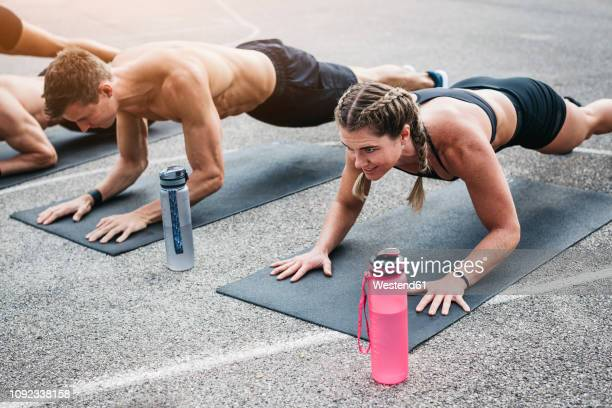 people during workout, plank - fitnesstraining stock-fotos und bilder