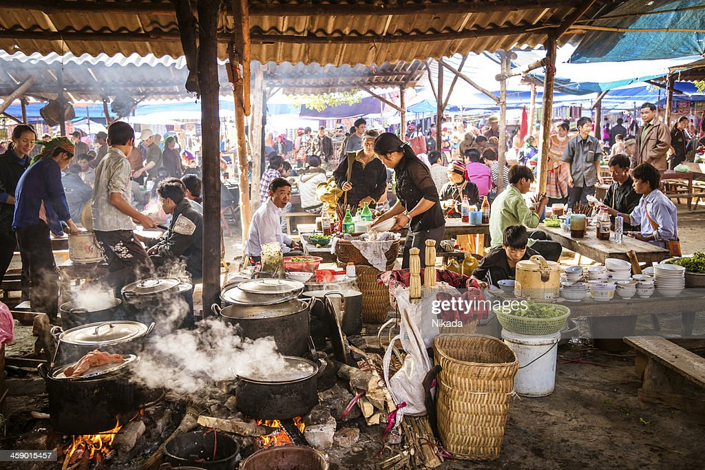People eating at a street market in Vietnam : Stock Photo