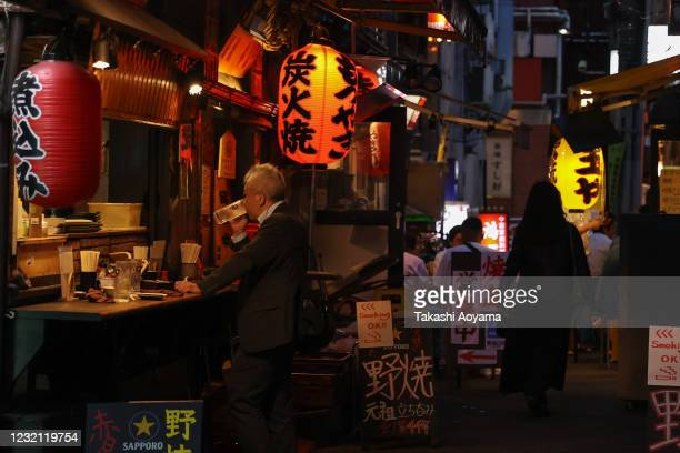People enjoy food and drink in Shinbashi district on May 29 2020 in Tokyo Japan On May 25 Japanese government lifted the declaration on the remaining...