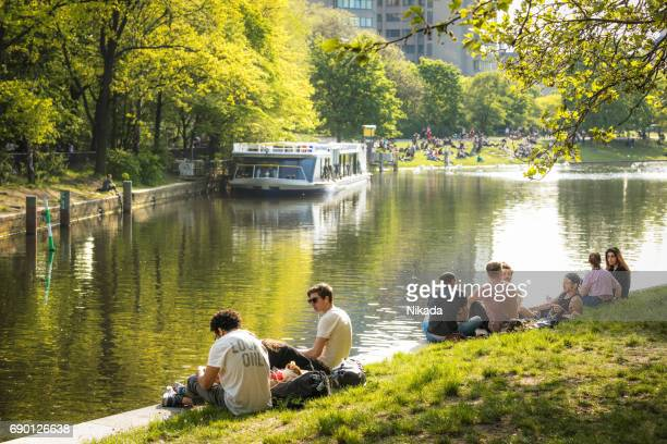 people enjoy sun at landwehrkanal in berlin kreuzberg - spree river stock pictures, royalty-free photos & images