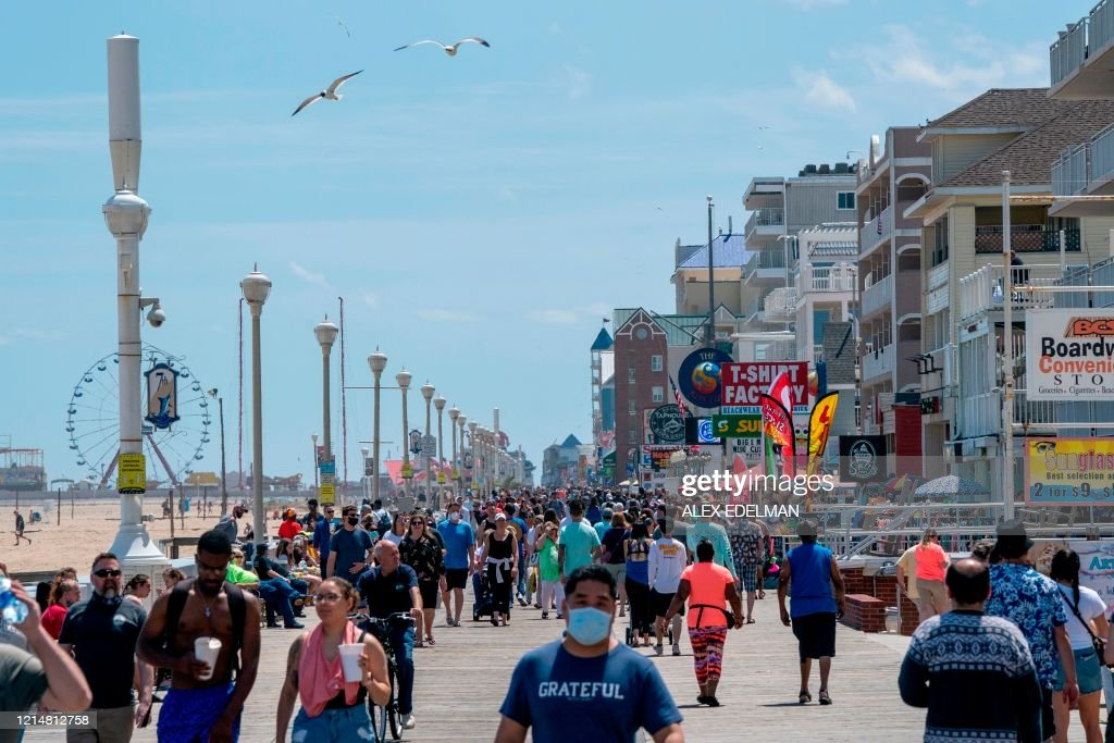 US-HEALTH-VIRUS-MARYLAND-BEACH : News Photo