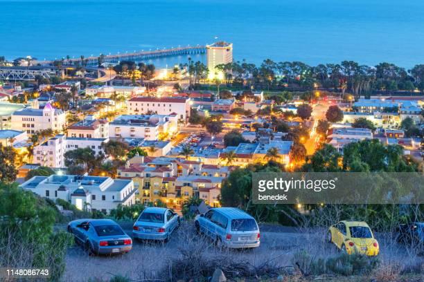 人々はベンチュラ・カリフォルニアで自分の車から街の景色を楽しむ - ベンチュラ市 ストックフォトと画像