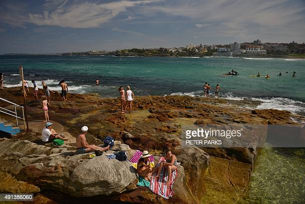 People enjoy the hot weather at the north end of Bondi Beach during the Labour Day holiday in Sydney on October 5 2015 / AFP / PETER PARKS