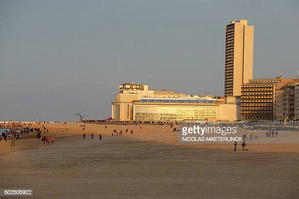 People enjoy the nice weather on the beach on the Belgian coast in Ostend, during Christmas holidays, on December 26, 2015. / AFP / Belga / NICOLAS...