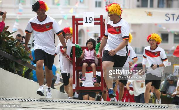 People enjoy the Sedan Chair Charity Race at the Peak 30OCT16 SCMP/Sam Tsang