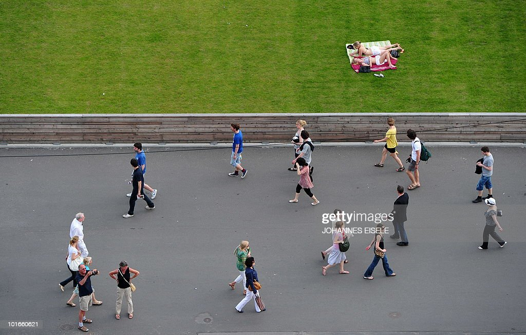 People enjoy the sun on June 6, 2010 in the center of Berlin. Spring brought temperatures up to 29 degrees Celsius to the German capital.