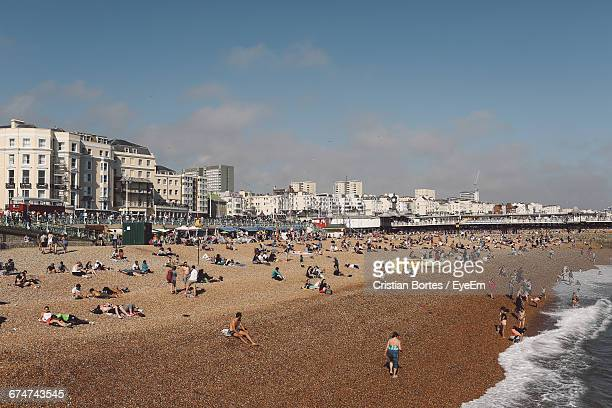 people enjoying at brighton beach - brighton beach england stock pictures, royalty-free photos & images