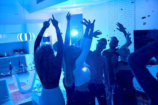 People enjoying House Party 936276840