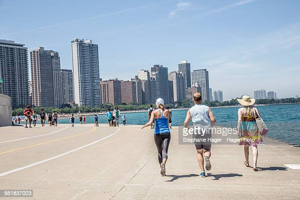people enjoying lake front - lakeshore stock pictures, royalty-free photos & images