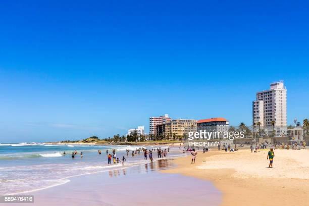 Menschen genießen den Strand in Port Elizabeth, Südafrika