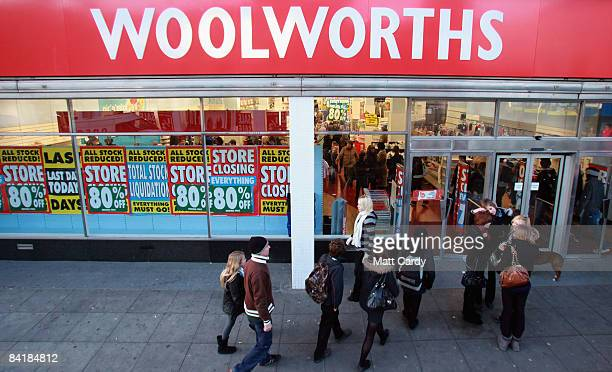People enter the Stroud branch of Woolworths just before it closed its doors for the final time on January 6 in Stroud England The closure of the...