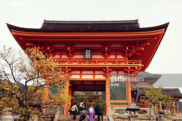 people entering gate of kiyomizudera temple,kyoto,japan - kiyomizu dera temple stock photos and pictures