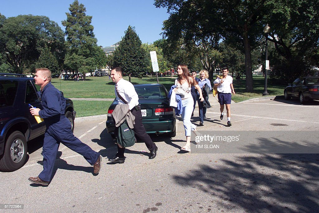 People evacuate the area around the White House in : News Photo