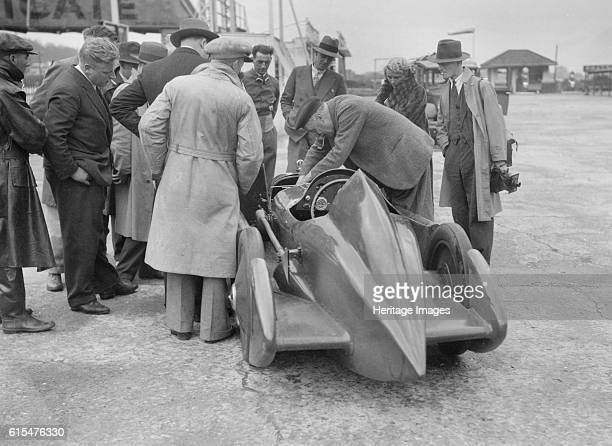 People examining Leon Cushman's Austin 7 racer at Brooklands for a speed record attempt, 1931. Austin Works sv racer 747 cc. Driver: Cushman, Leon....