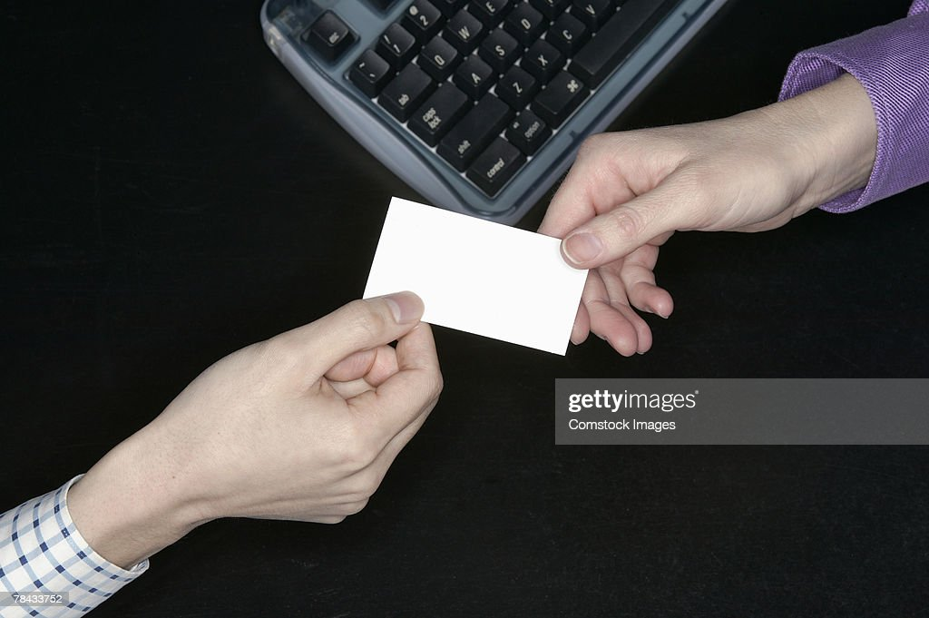 People exchanging a business card : Stockfoto