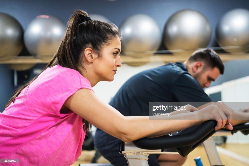 Menschen Training im Fitness-Center : Stock-Foto
