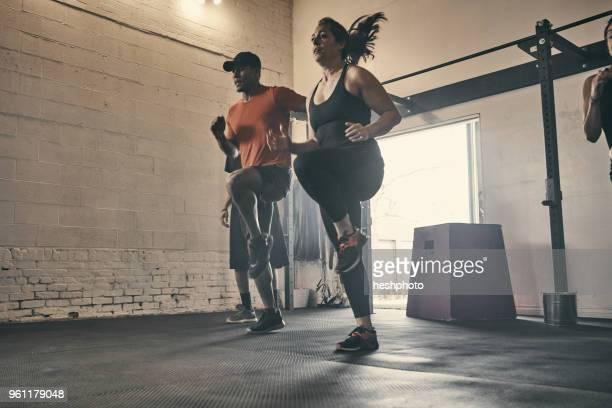 people exercising in gym, jogging - heshphoto stock-fotos und bilder