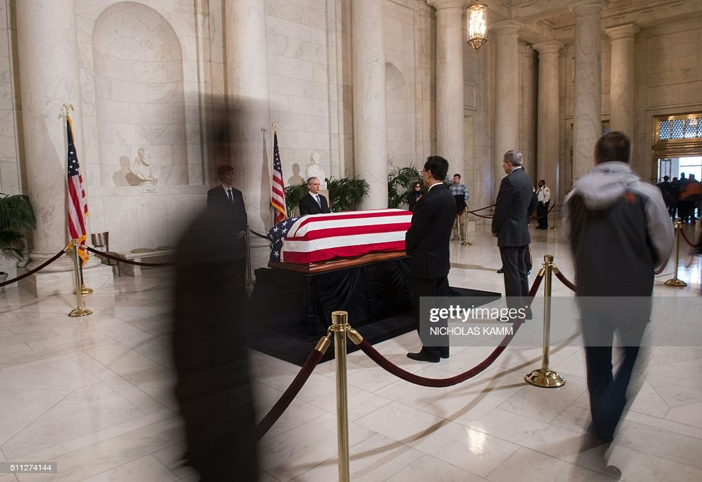 TOPSHOT - People file past the casket of US Supreme Court Justice Antonin Scalia at the Supreme Court in Washington, DC, on February 19, 2016 where it will lie in repose until his funeral at the Basilica of the National Shrine of the Immaculate Conception on February 20. Scalia died on February 13 at the age of 79. / AFP / Nicholas Kamm