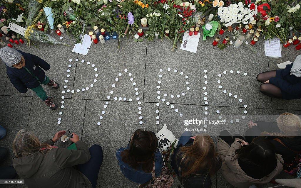 Global Reaction To Paris Terror Attacks : News Photo