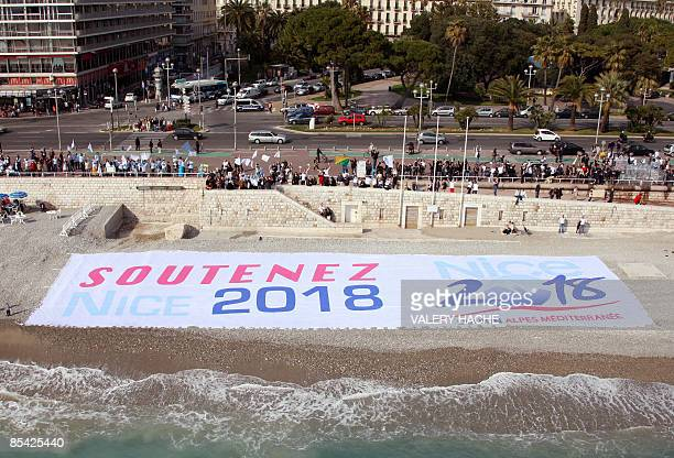 People form a humain chain on the 'Promenade des Anglais' in Nice on The French Riviera on March 14 2009 to show support to Nice's candidacy to host...